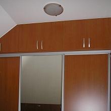 Vestavěné skříně Praha 8